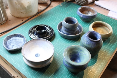 various pots 2 small
